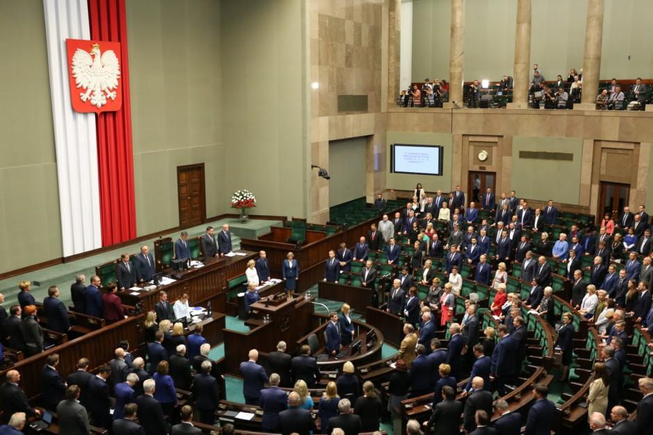 Sejm uczcił ofiary nawałnic. Czas na podliczenie strat