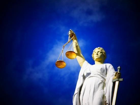 Sąd: Skarga Truskolaskiego ws. absolutorium odrzucona. Prezydent nie może zaskarżyć uchwały radnych