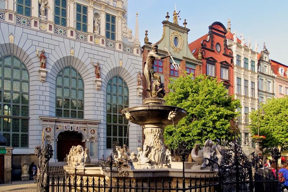 Do gdańskiego Ratusza Głównego Miasta powrócił element latarni smolnej