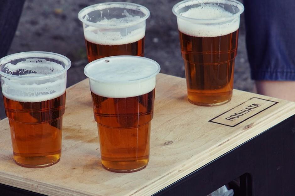 Lewy alkohol problemem na samorządowych festynach