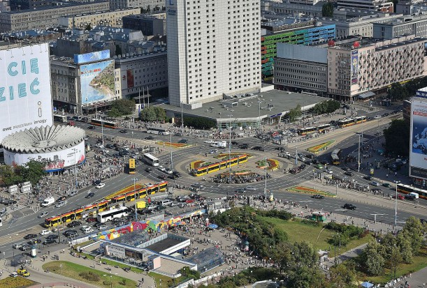 Ograniczenie ruchu samochodowego w centrum Warszawy. Co na to mieszkańcy stolicy?
