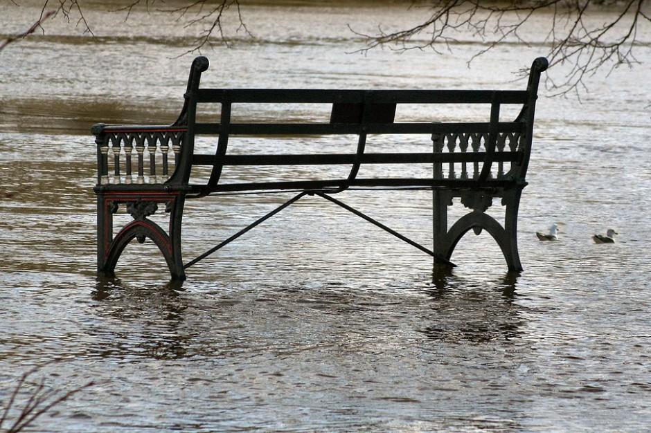 Pogotowie przeciwpowodziowe w Elblągu: Wylała rzeka Kumiela