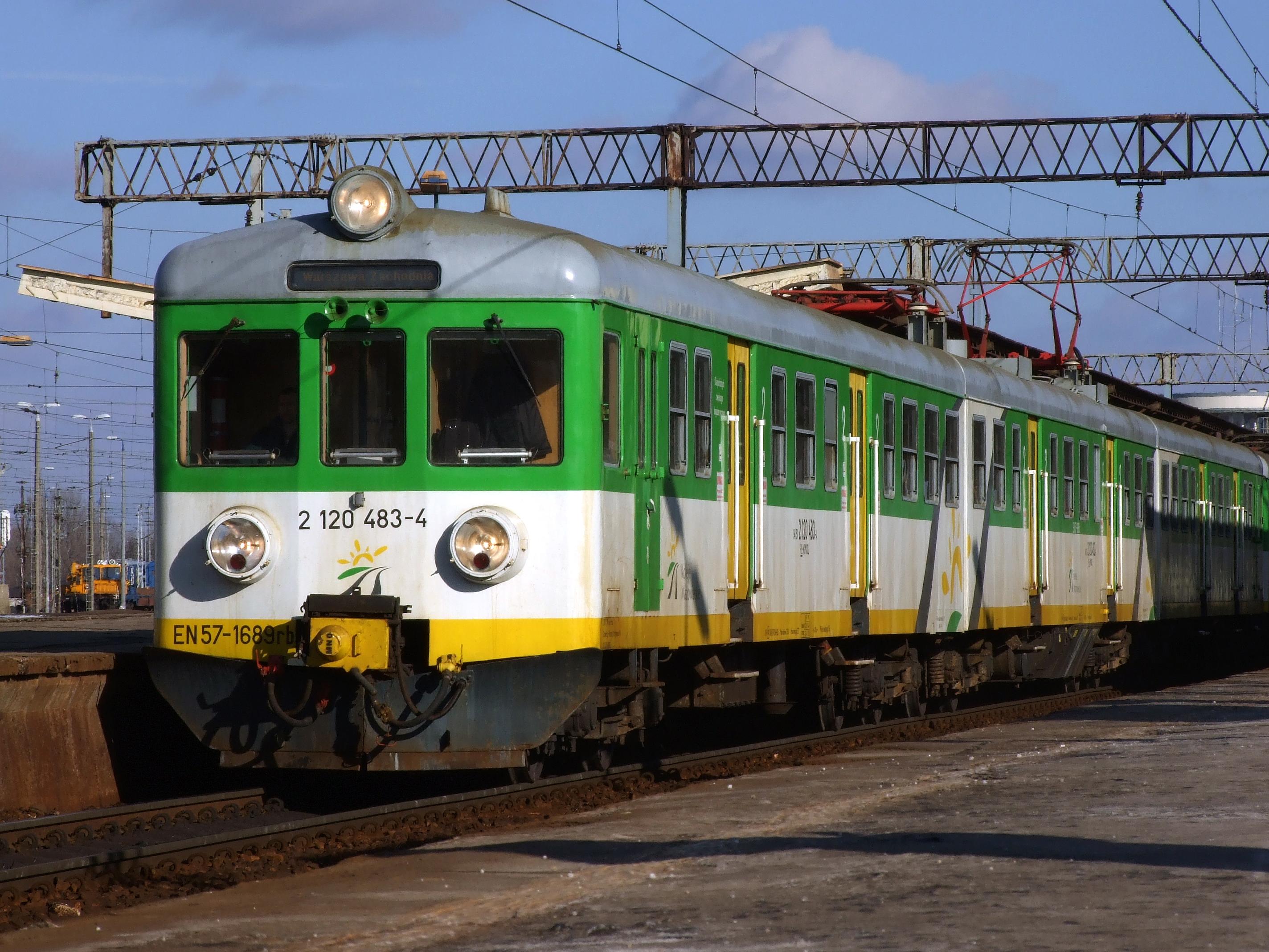 Koleje Mazowieckie będą wykorzystywać zmodernizowane EN57 jeszcze przez kilkanaście lat.Fot. mat. Kolei Mazowieckich
