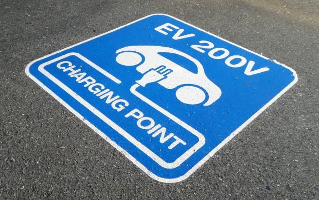 Stacje ładowania samochodów elektrycznych: 14 nowych stacji już w październiku