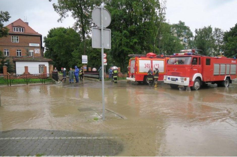 Elbląg walczy z wielką wodą. Prezydent ogłosił pogotowie przeciwpowodziowe (ZDJĘCIA)