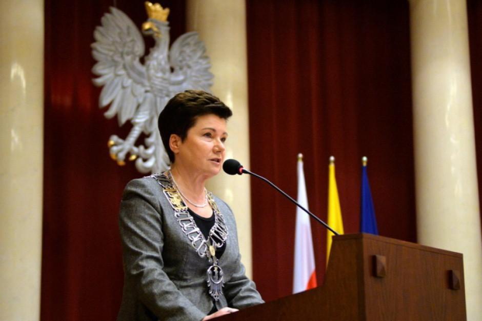 Prezydent Warszawy odmawia stawiennictwa przed komisją jako strona postępowań, argumentując, że komisja jest niekonstytucyjna (Hanna Gronkiewicz-Waltz, fot. um.warszawa.pl/R.Motyl)