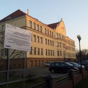 Renowacja elewacji budynku Gimnazjum nr 1 oraz budowa boiska sportowego w Ostrowie Wielkopolskim