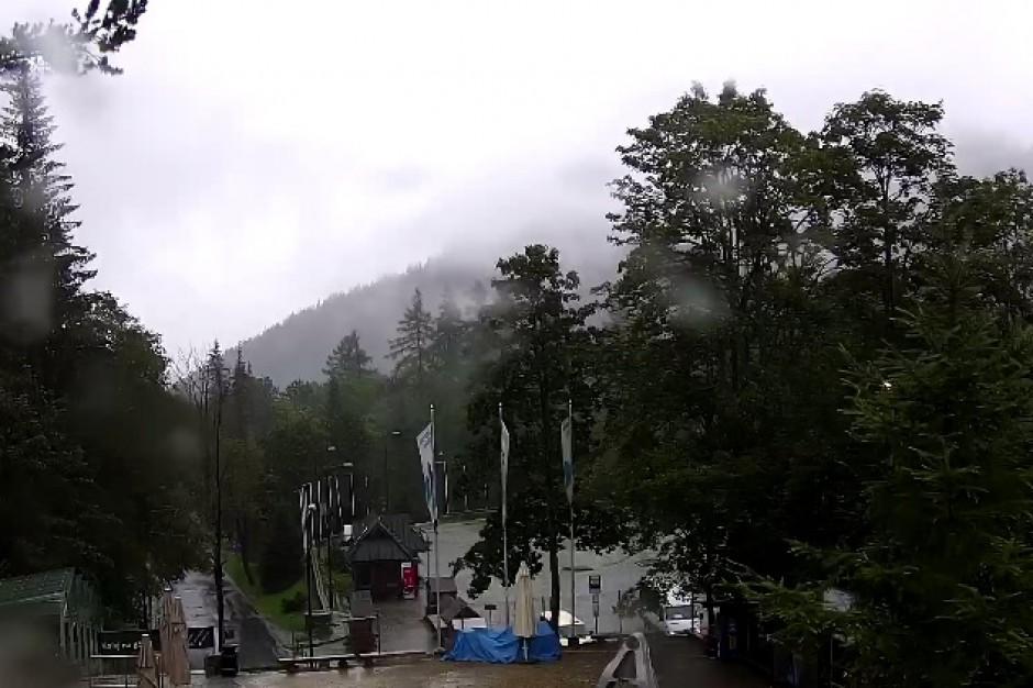 Śnieg w Tatrach: Silne opady na Podhalu, już kilka centymetrów pokrywy
