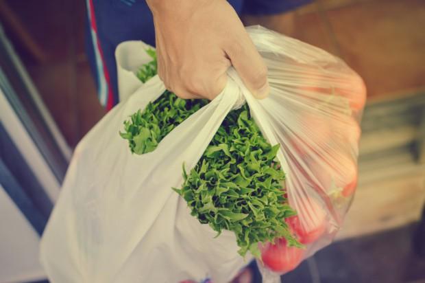 Ustawa o gospodarce opakowaniami i odpadami opakowaniowymi: Możliwa opłata 1 zł za torbę foliową