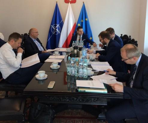 Reprywatyzacja w Warszawie. Komisja pracuje za wolno, bo… jest zbyt medialna