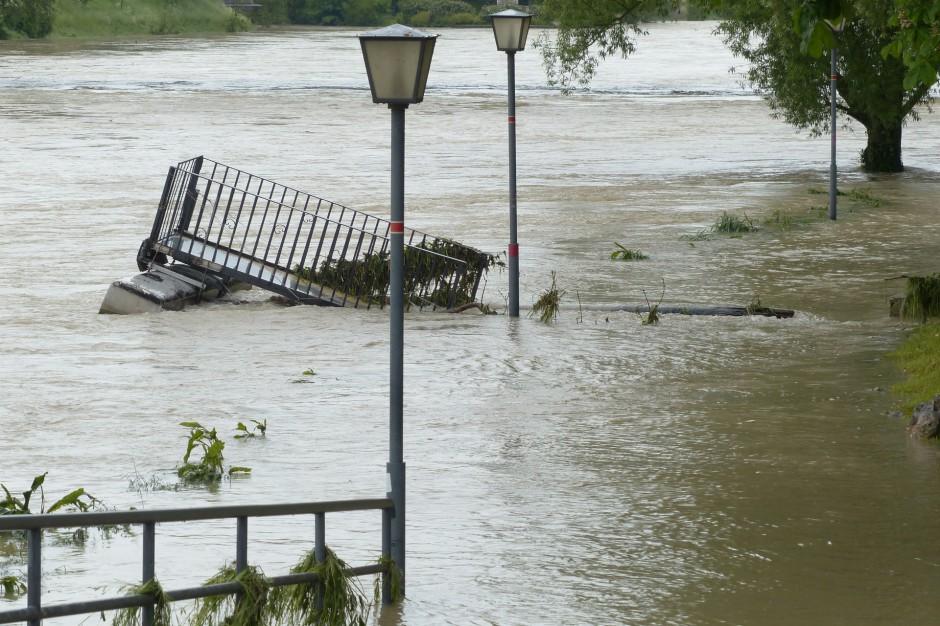Małopolskie: Nowy Sącz i Skawina ogłosiły alarm przeciwpowodziowy. Poziom wody w rzekach rośnie