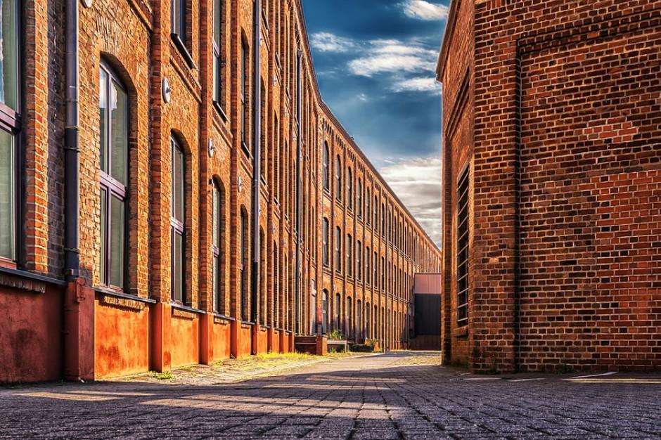 Pofabryczne budynki i zrewitalizowane kamienice coraz bardziej popularne na rynku mieszkaniowym