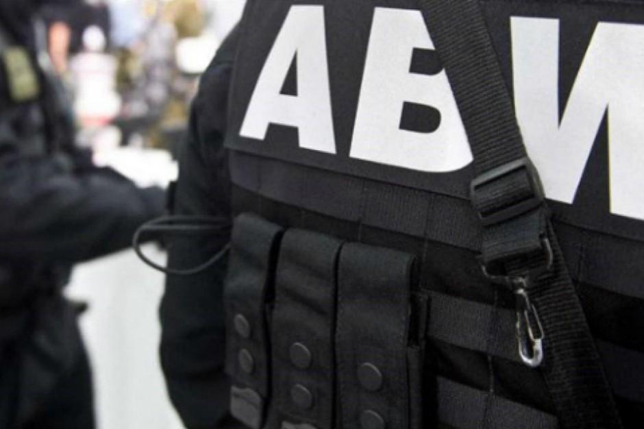 Warszawa: ABW zatrzymała osoby związane z wyłudzaniem nieruchomości