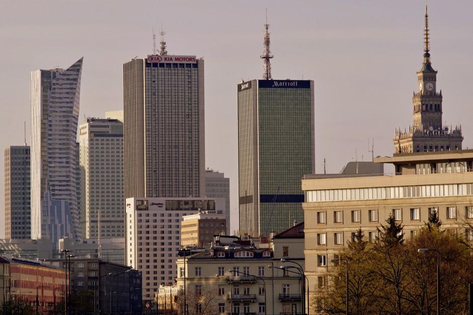 Warszawa: Adwokat i biznesmen chcieli przejąć grunty
