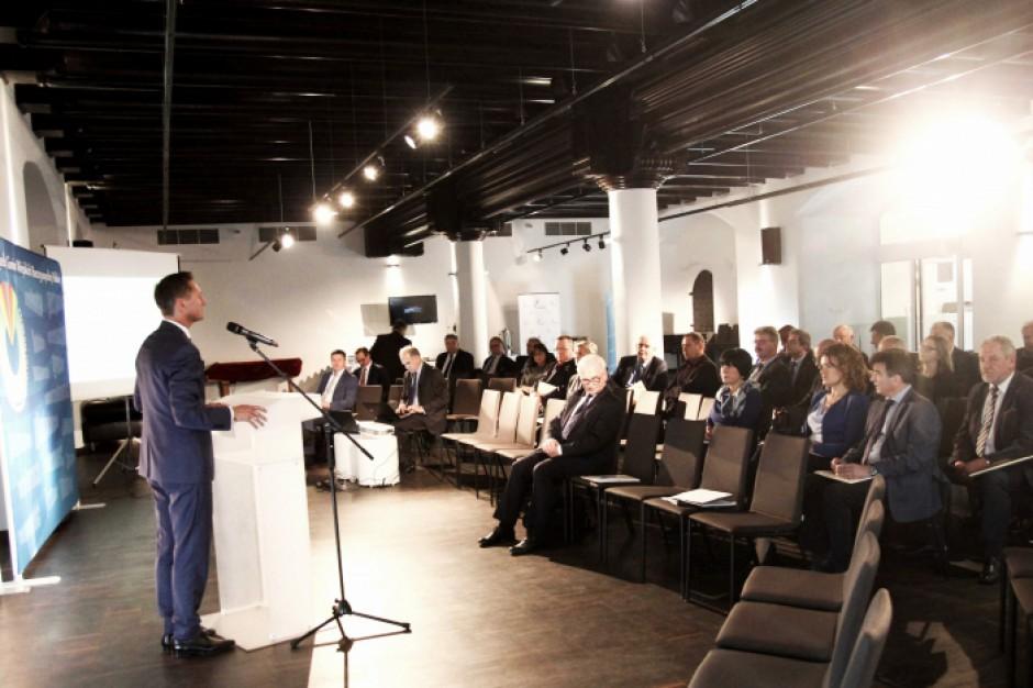 Spotkanie samorządowców w Szczecinie: Opór korporacji przeciwko działaniom władzy dał efekty