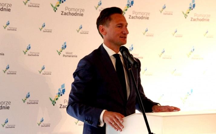 Zdaniem Olgierda Geblewicza, jest coraz więcej obszarów, w których rząd odbiera kompetencje samorządom. (fot. wzp.pl)