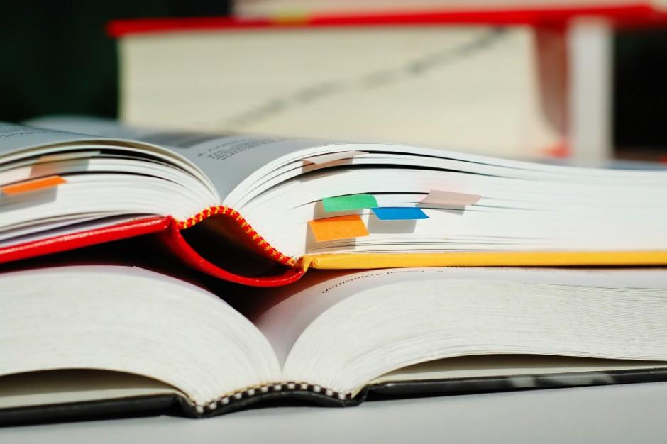 Wydawcy: do szkół dotarło ponad 98 proc. zamówionych podręczników