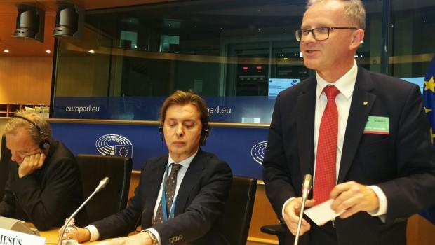 """Wicemarszałek Roman Kolek podczas tego spotkania przedstawił działania realizowane w regionie w ramach programu """"Opolskie dla rodziny"""" (fot.mat.pras.)"""
