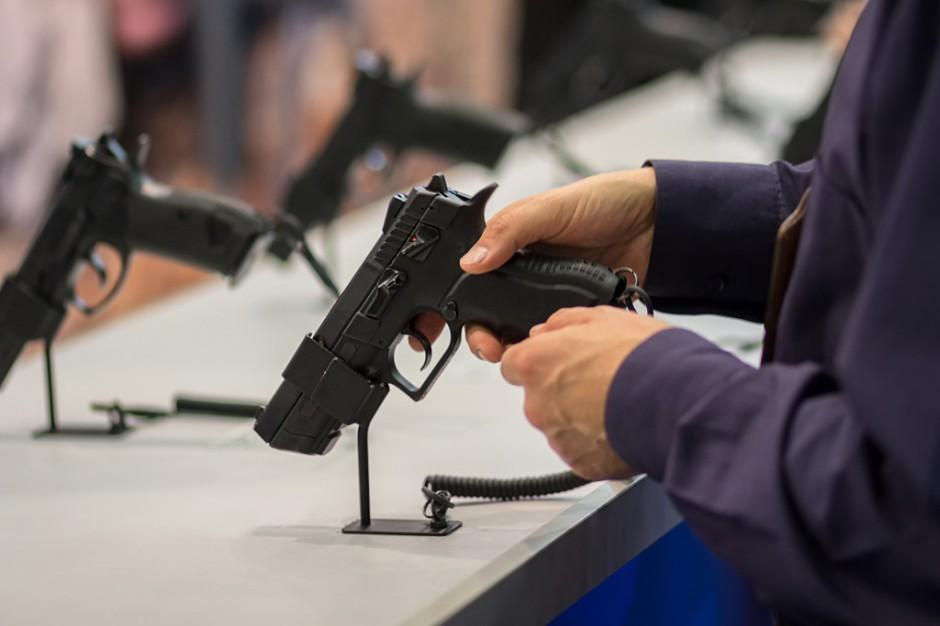 Pozwolenia na broń w gestii prezydentów i starostów? Tego chce Kukiz'15
