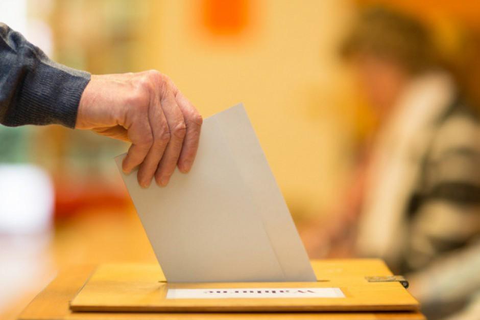 Wybory samorządowe: Płachta czy broszura?