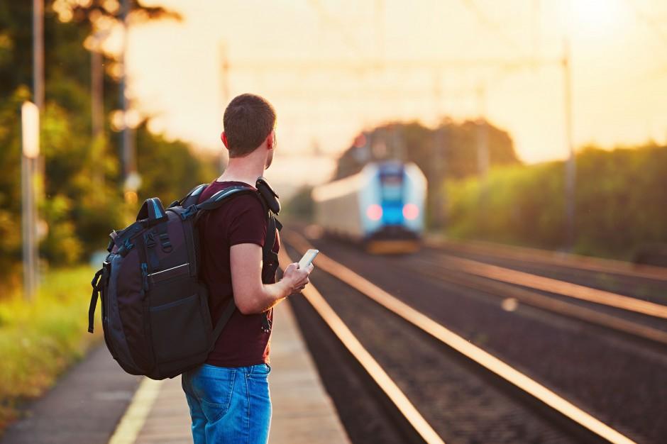 Coraz więcej biletów kolejowych jest kupowanych przez aplikacje i internet