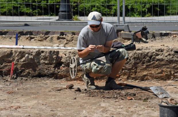 Poznań: Termin modernizacji placu Kolegialnego przesunięty. Przyczyną odkrycia archeologów