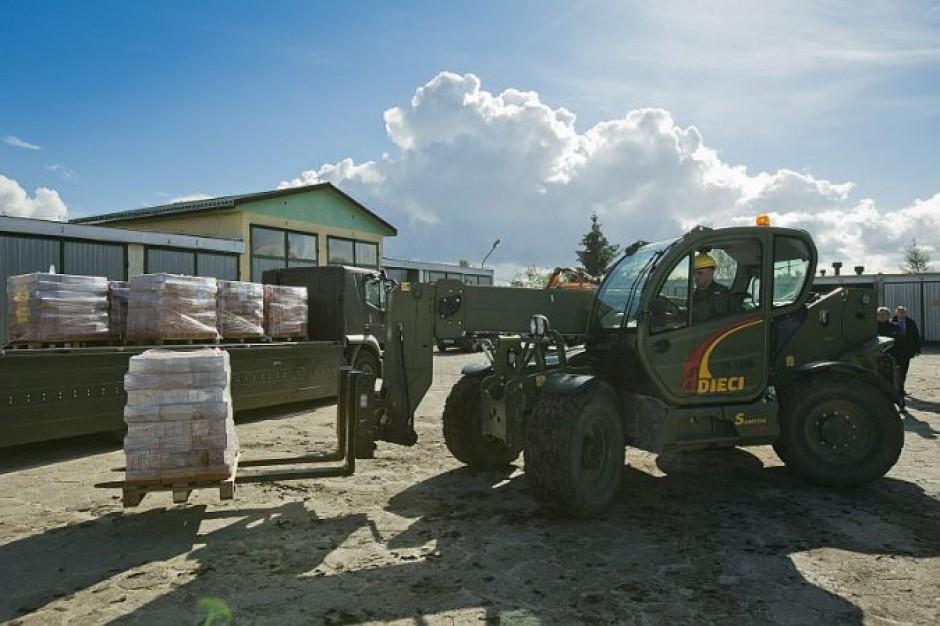 Wojsko przewiozło materiały budowlane dla poszkodowanych przez nawałnice