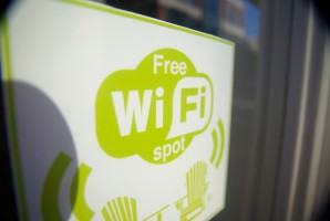 Wi-Fi w przestrzeni publicznej: UE zasponsoruje nowe hotspoty w gminach