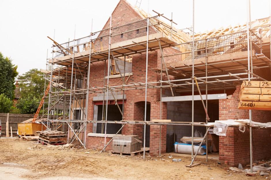 Zmiany w przepisach budowlanych: To, co przeszkadza ludziom, pomaga samorządom