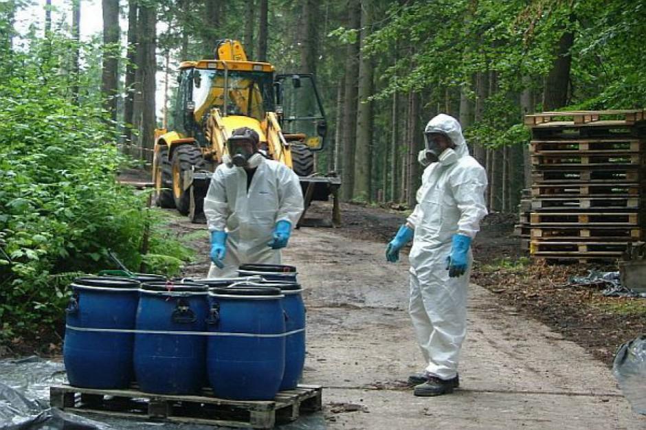 Toksyczne odpady w Tarnowskich Górach: Przepisy dotyczace rozbrajania bomb ekologicznych w fazie projektowania