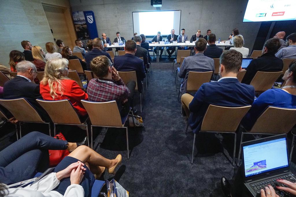 Dobra i przemyślana strategia marketingowa nie wpływa tylko na rozpoznawalność miasta, ale też na jego rozwój - o tym mówili uczestnicy panelu podczas Europejskiego Kongresu Małych i Średnich Przedsiębiorstw w Katowicach. (fot. Michał Oleksy)