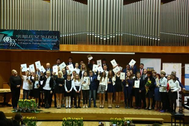 Trzydziestu uczniów szkół różnych szczebli otrzymało tytułu