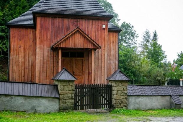 W niedługim czasie zmiany czekają też siedem obiektów Sądeckiego Partu Etnograficznego, w tym m.in. zabytkowy kościół ewangelicki (fot.malopolskie.pl)