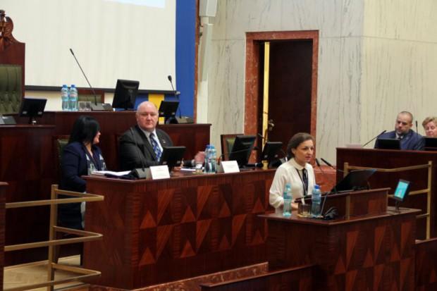 W sali Sejmu Śląskiego odbyło się spotkanie informacyjne na temat placówek wsparcia dziennego. (fot. www.katowice.uw.gov.pl)