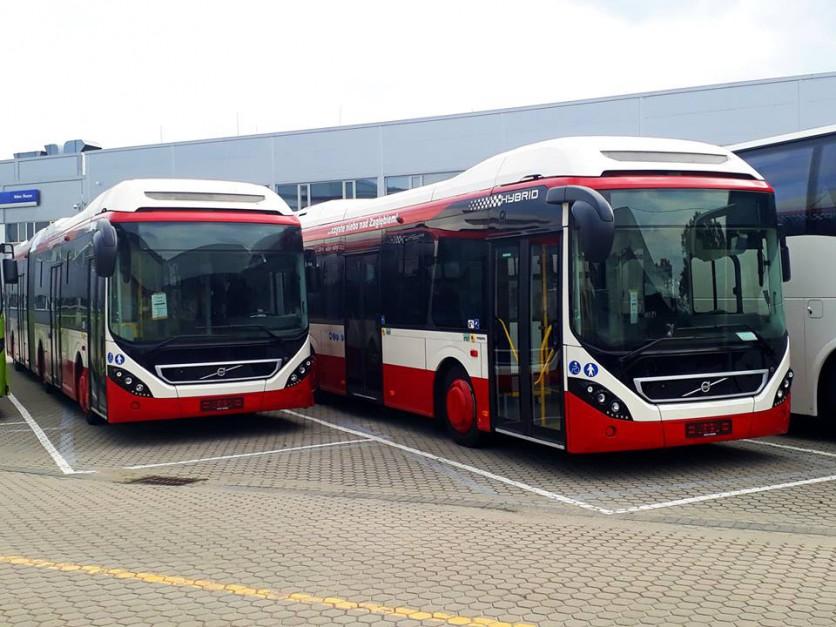 35 nowoczesnych autobusów hybrydowych marki Volvo pojawiło się w Sosnowcu. Miasto zakupiło 25 autobusów krótkich i 10 długich. Koszt wyniósł 72 mln zł. (fot. UM Sosnowiec)