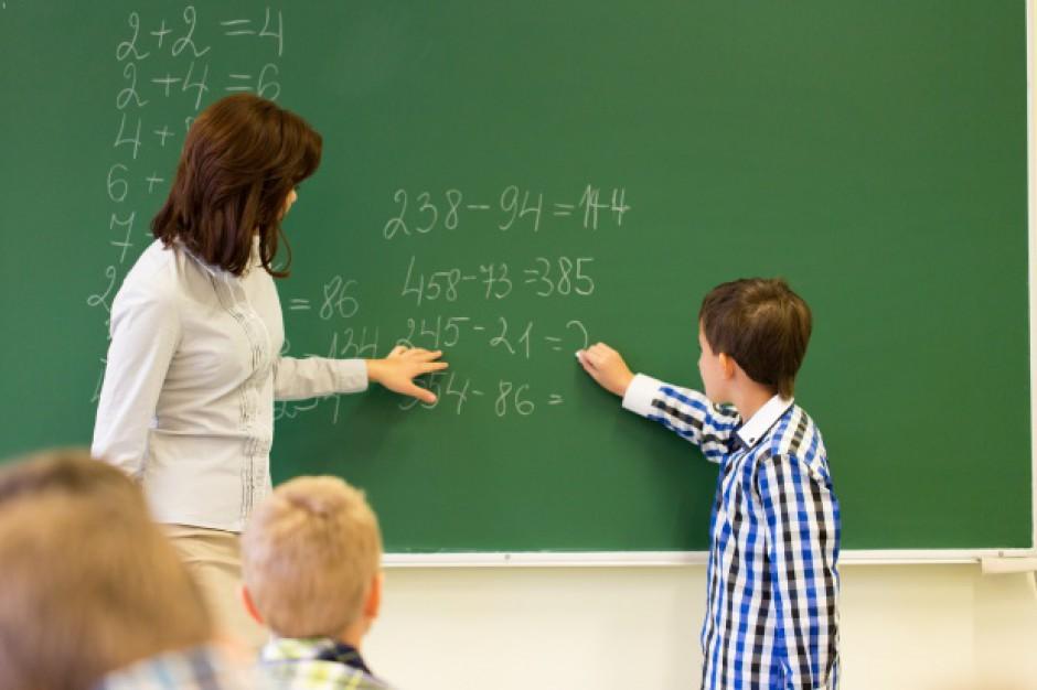 Rozdwojenie jaźni. Brakuje, czy nie, na podwyżki dla nauczycieli?