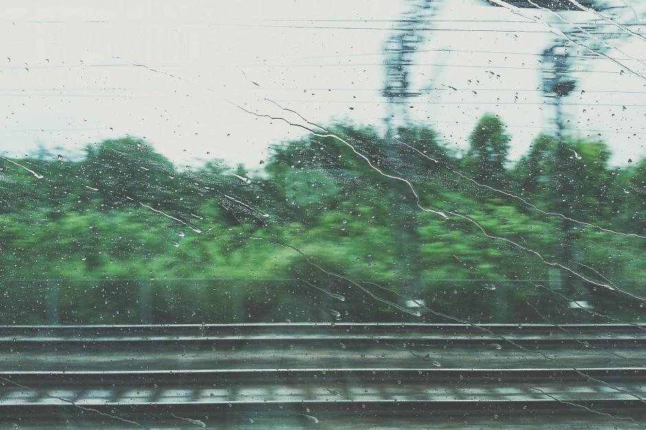 PKP, wichury nad Polską: Ruch kolejowy przywrócony. Pociągi kursują normalnie
