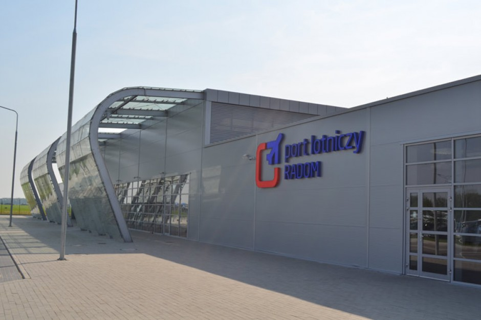 Lotnisko w Radomiu bez regularnych lotów rejsowych, ale się nie poddaje