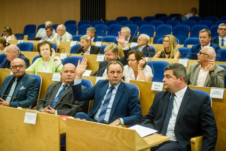 Połączenie Lotosu i Orlenu: Radni sejmiku apelują do rządu