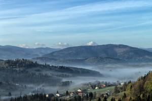 IMGW ostrzega: silna mgła w czterech województwach i roztopy w górach