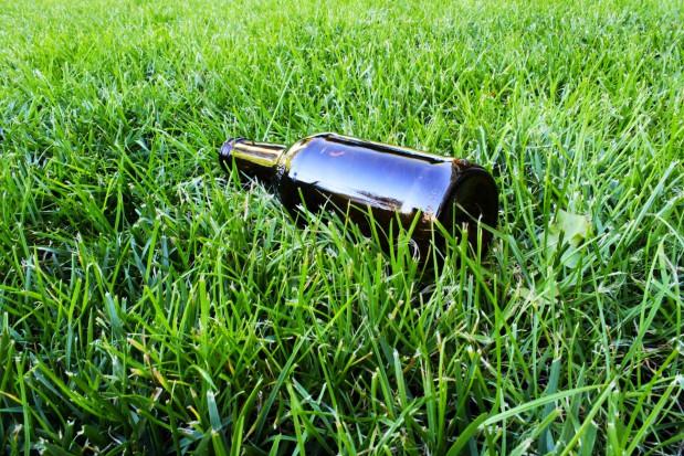 Wyższa kaucja zwiększyła recykling butelek. Ale nadal jest problem