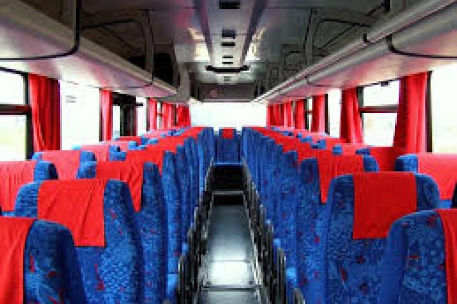 Kontrole 30 autobusów podmiejskich - zatrzymano11 dowodów rejestracyjnych