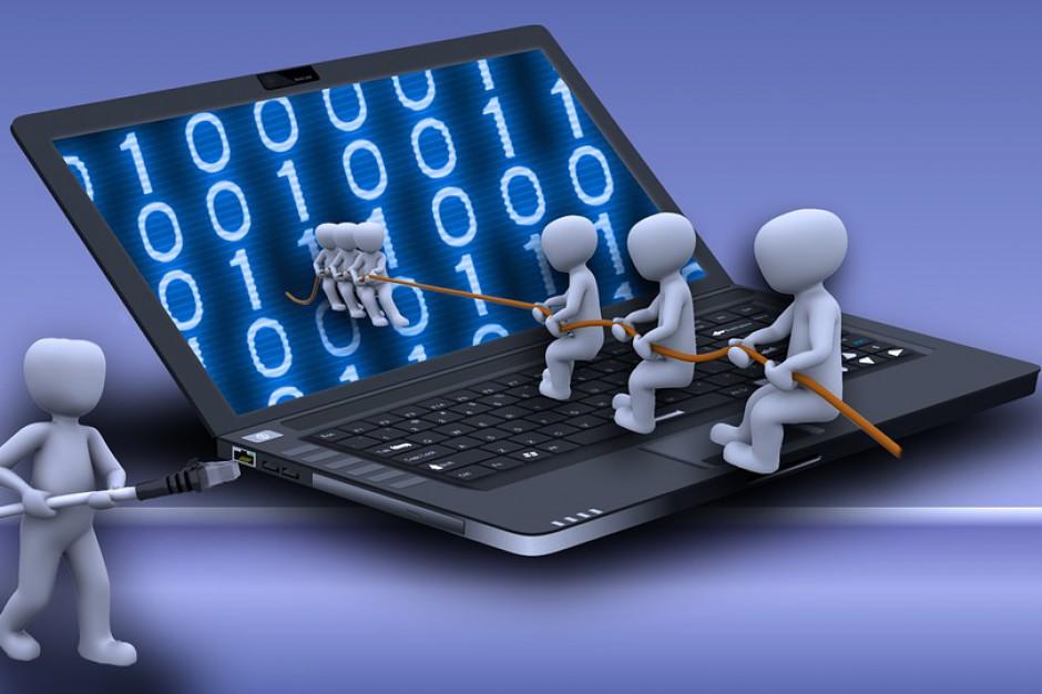 Szybki internet w szkołach za darmo. Senatorowie za