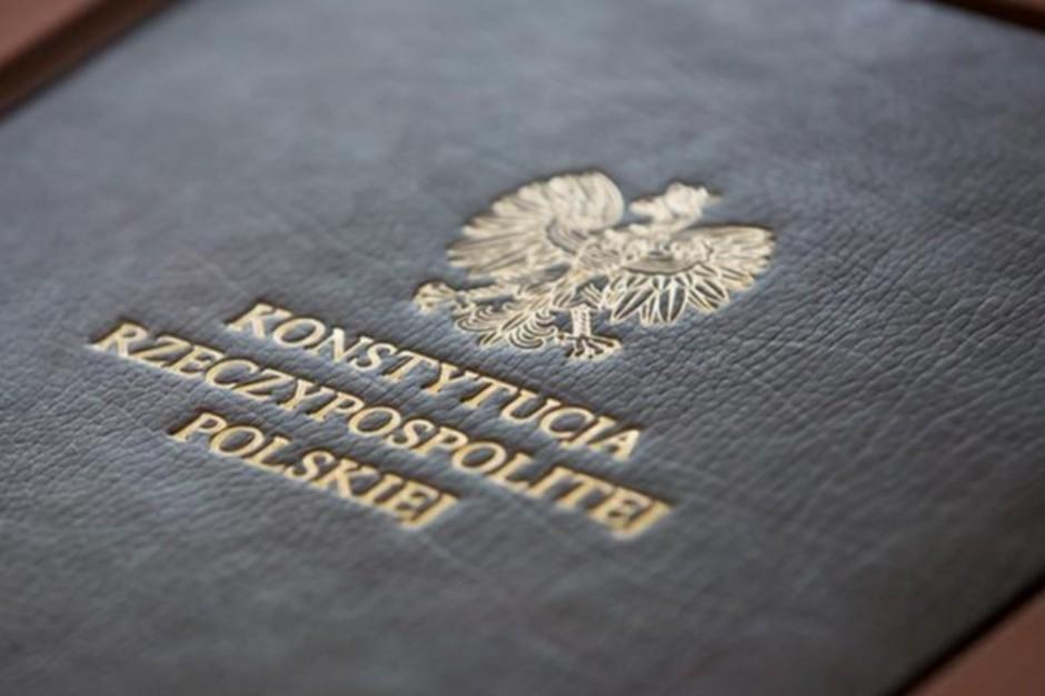 Chcą nowej Konstytucji, a w niej wzmocnienia samorządu