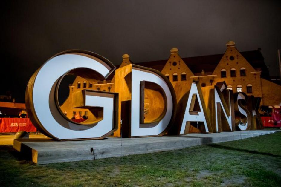 Napis przestrzenny Gdańsk stanął na wyspie Ołowianka