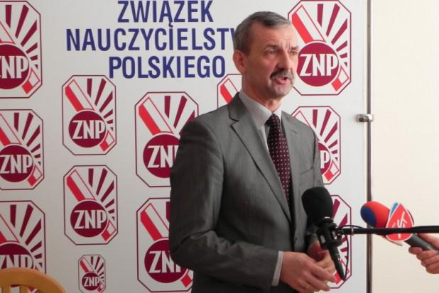 Sławomir Broniarz o zwolnieniach nauczycieli: Anna Zalewska skrzętnie pomija i bagatelizuje rzeczy niewygodne