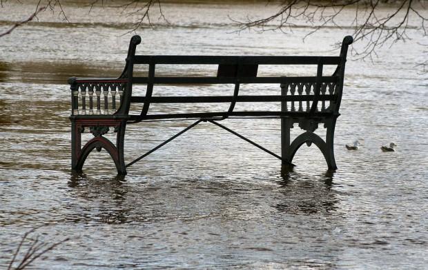 Brodnica: Stan wody w Drwęcy spada, chociaż nadal jest wyższy od alarmowego
