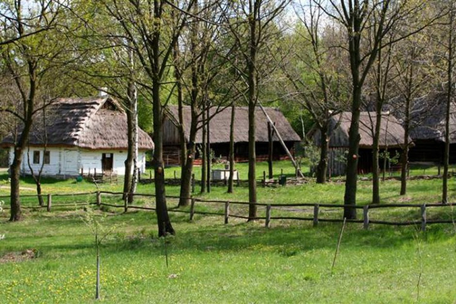 Remonty zabytkowych obiektów i budowa wioski dla dzieci w skansenie w Radomiu