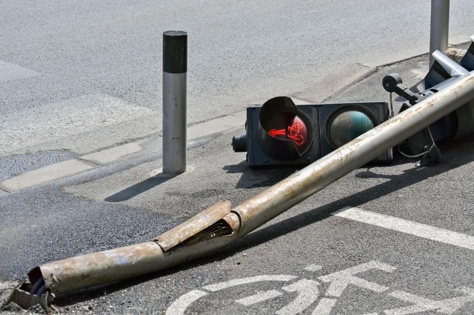 Ciężarówka z kwasem przewróciła się w Sochaczewie