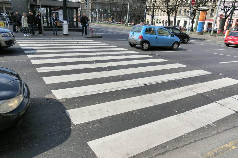 Sugerowane przejścia dla pieszych zamiast oznakowanych? Chodzi o czujność kierowców